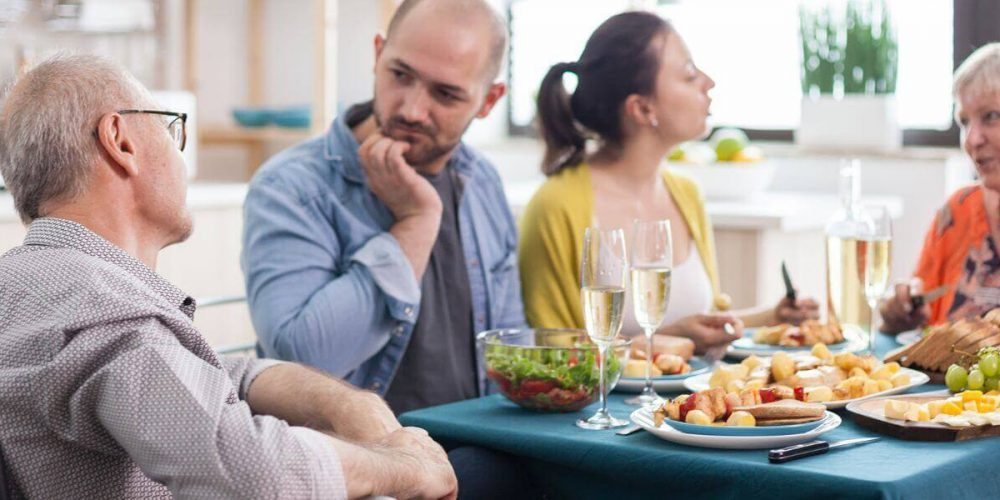 Comment préparer un proche au soin à domicile?